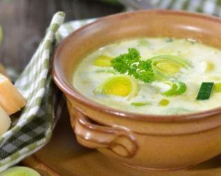 Soupe de poireaux minceur et saveur à moins de 200 calories : http://www.fourchette-et-bikini.fr/recettes/recettes-minceur/soupe-de-poireaux-minceur-et-saveur-moins-de-200-calories.html