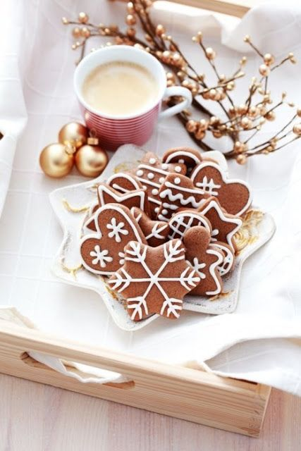 12 FESTIVE CHRISTMAS COOKIES - Round up of the most amazing Christmas cookies.