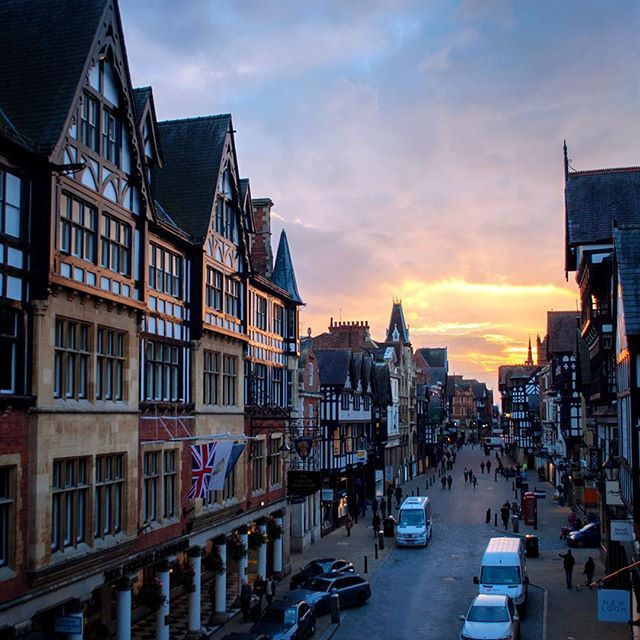 Sunset over Chester. These black and white buildings are called the Rows and they're Chester's unique medieval version of a shopping mall. There are two different levels with shops on the ground floor then another row above under a covered passage (perfect for the British weather ☔️)