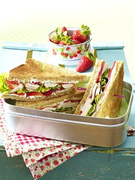 Erdbeer-Hähnchen-Sandwich mit Pfeffer-Frischkäse