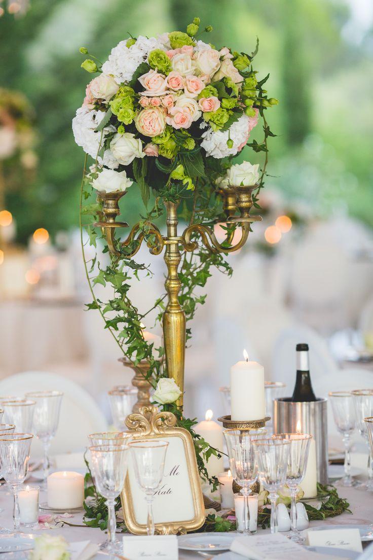 Les 25 meilleures id es de la cat gorie composition florale mariage sur pinterest diy centre - Decoration chandelier pour mariage ...