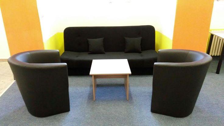 Když je třeba, umíme i malé projekty. #modern #design #interiordesign #couch #armchair #smallspace #pleasant #colour http://www.modesnabytek.cz/