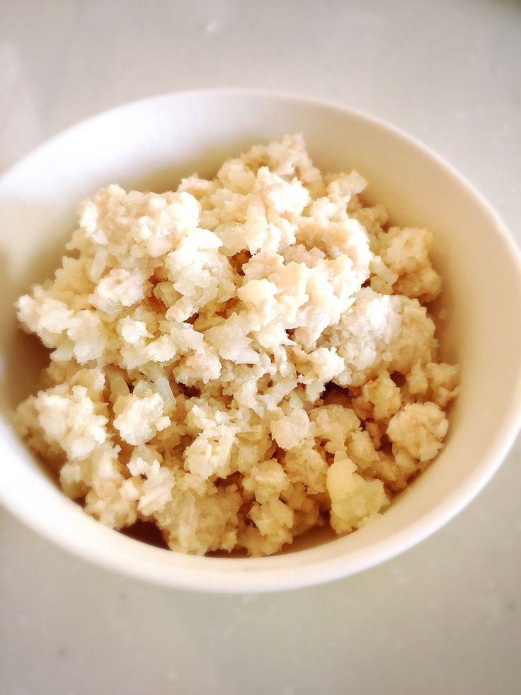 カリフラワーの鶏挽肉ライス クセのない鶏挽肉がどんな味付けにも合います♪低糖質でビタミンC豊富なカリフラワー♡カレーや丼ものに合わせると満足感up♪ 材料 (3~4人分) 鶏挽肉 500g カリフラワー 1個 塩 適量 作り方 1 カリフラワーをよく洗い小房にする。 2 フードプロセッサーでガーする。 3 たっぷりラード(分量外)でひき肉と塩で一緒に炒める。