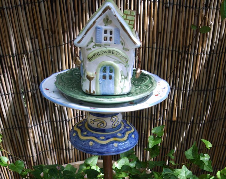 17 best images about funky yard art on pinterest gardens for Funky garden accessories
