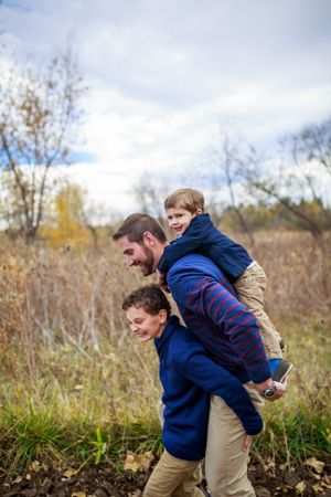 Ideas and poses for family portraits     Family fall pictures with children and dad   Denver Family Photographers   Family Pictures   Colorado Family Portrait Photography