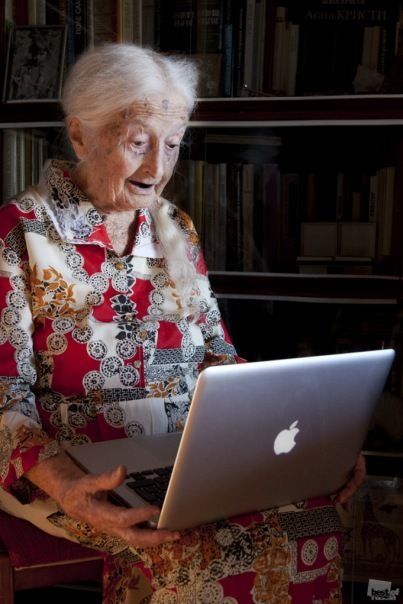 A woman and her Mac