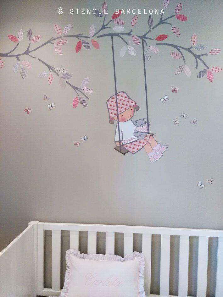 habitacin beb con vinilo en la pared de