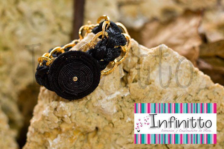 Brazalete Tukano negro.  Para más información acerca de nuestros accesorios visita nuestra página infinittoaccesorios.com.