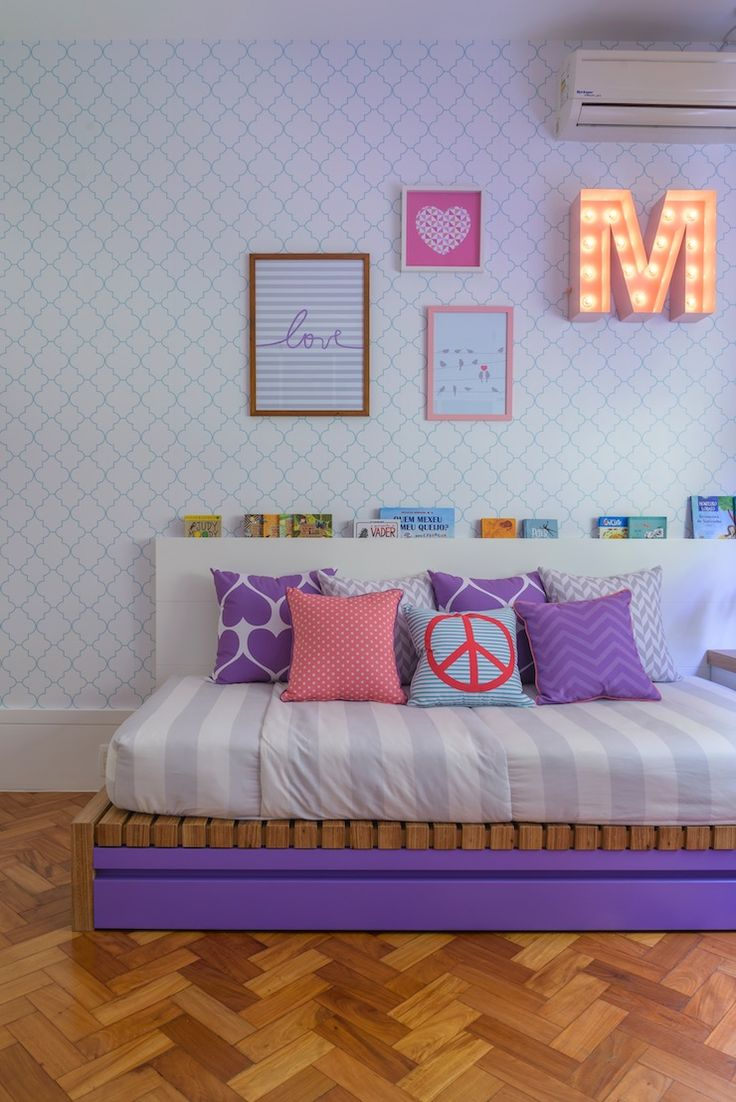 Foto do natocadesign.com.br / By Allison Cerqueira e Renata Fragelli, com quadros, almofadas e estampas de Nara Maitre (foto: Sambacine)