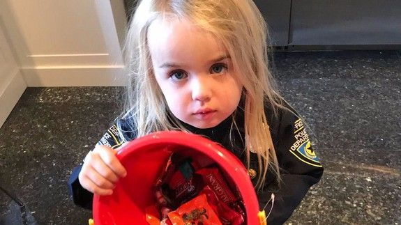 Born-rich person Donald Trump Jr. uses his kids Halloween candy to talk about socialism