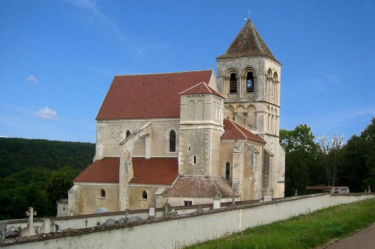 L'église Notre-Dame à Prégilbert, village situé le long du Canal du Nivernais.