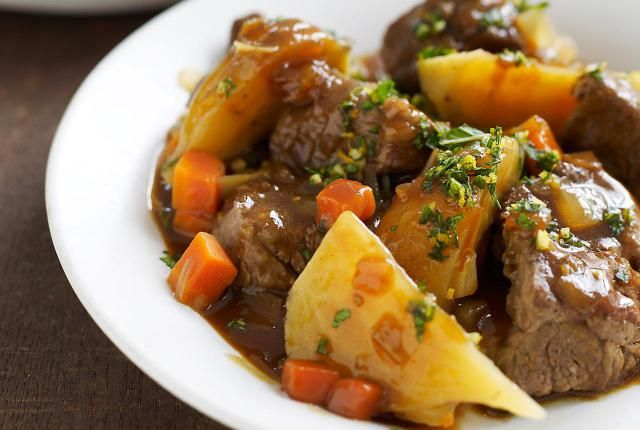This Irish lamb stew recipe is cooked in the slow cooker, with vegtables and lamb chops.