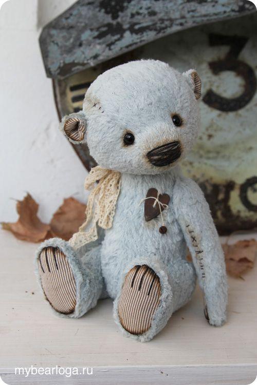i love this 'lil blue fellah......so adorable!