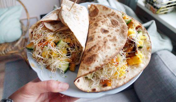 Super lekker en makkelijk recept voor wraps met tikka masala, kip, mango, alfalfa, komkommer en aubergine #gewoonwateenstudentjesavondseet