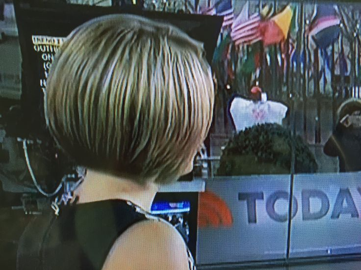 Dylan Dreyer on Today, 4-6-17, back view of her gorgeous haircut