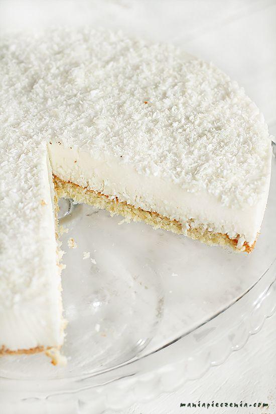 Kokosowa chmurka to delikatne, mocno kokosowo - migdałowe ciasto, lekkie niczym przysłowiowy puszek. Ciasto nie zawiera ani grama mąki ...