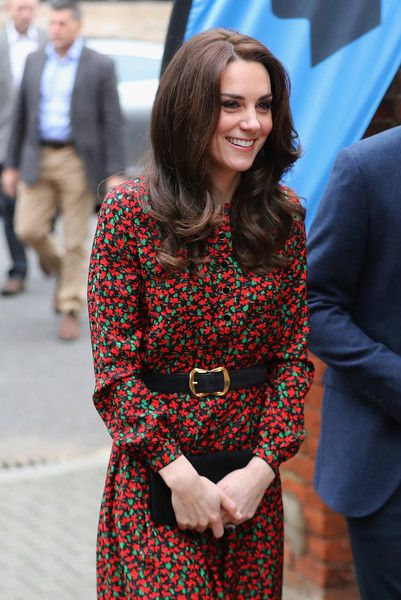 Kate Middleton Photos Photos - Catherine, Duchess of Cambridge arrives to attend a Christmas party for volunteers at The Mix youth service on December 19, 2016 in London, England.  The Mix youth service works with Their Royal Highnesses' Heads Together Campaign. - The Duke And Duchess Of Cambridge & Prince Harry Attend The Mix Christmas Party