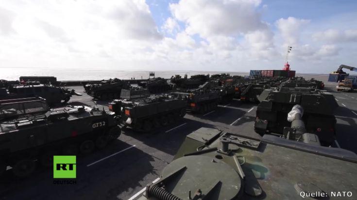 """Rund 300 Militärfahrzeuge aus Großbritannien haben den deutschen Hafen in Emden erreicht, darunter """"Challenger 2"""" Kampfpanzer, Schützenpanzer und gepanzerte Fahrzeuge. Hinzu kommen Aufklärungsdrohnen. Sie werden für das britisch-geführte NATO-Kampfbataillon nach Estland gebracht."""