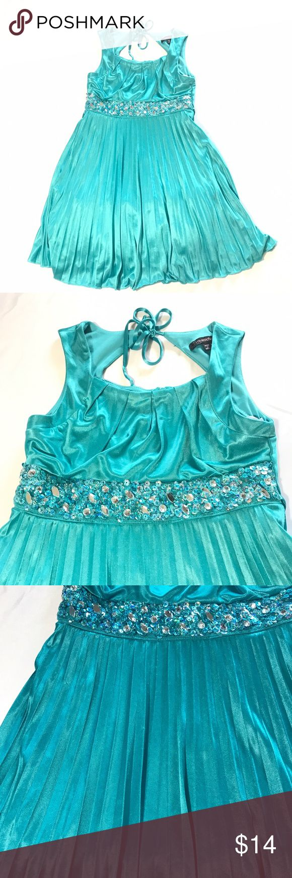 My Michelle Turquoise Aqua Party Formal Dress 7 So beautiful and Flowy, Excellent condition with some pilling on front skirt but with pleats hardly noticeable. My Michelle Dresses Formal