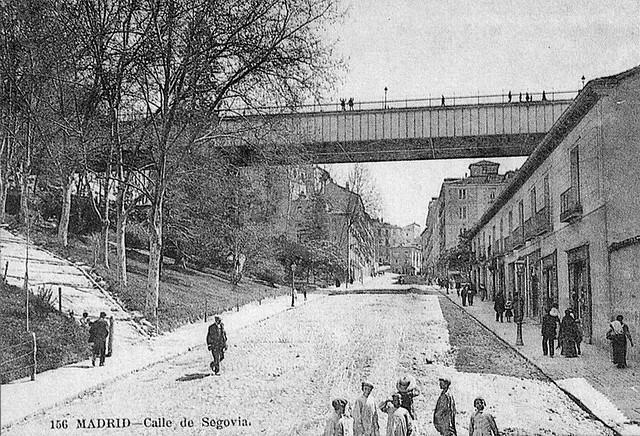 ¿Sabías que el viaducto de la C/Bailén se estrenó con el paso de la comitiva fúnebre de Calderón de la Barca? #madrid