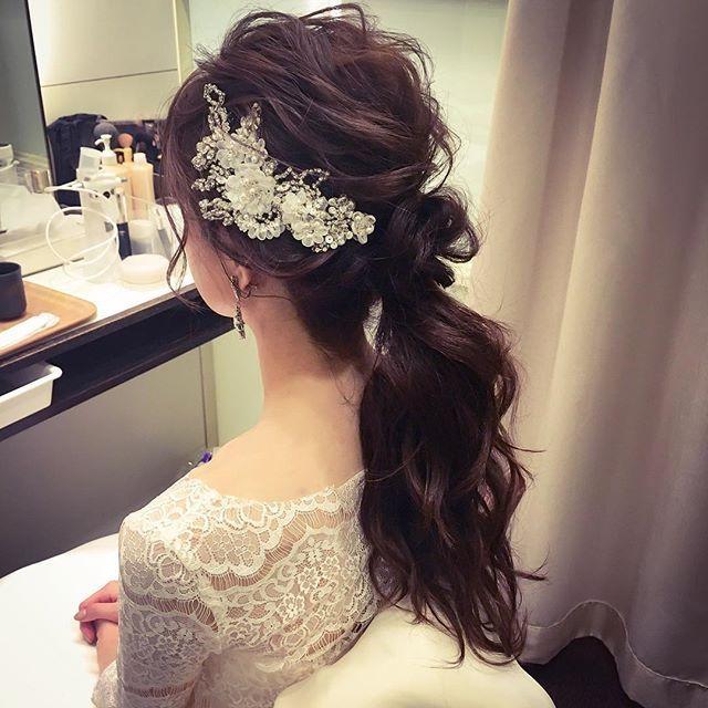 宴前チェンジ☺︎ 式の質感をそのままポニーテール ゆるっとした髪にthetimelessloveさんの飾りがかわいくて(*^_^*) 会場で好評だったと教えていただいてとても嬉しかったです(*^_^*) #hair #hairdo #hairstyle #bride #wedding #ヘアセット #ヘアスタイル #ヘアアレンジ #ブライダル #ブライダルヘア #結婚式 #前撮り #アップスタイル #プレ花嫁 #ベール #花嫁ヘア #日本 #japan #日本の結婚式 #ドレス #cute ##ポニーテール #ポニーテール風 #beauty #花嫁さま