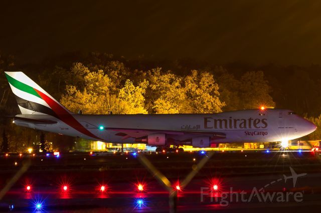 Boeing 747-400 (OO-THD    line up in a foggy night, distance 1 mile.