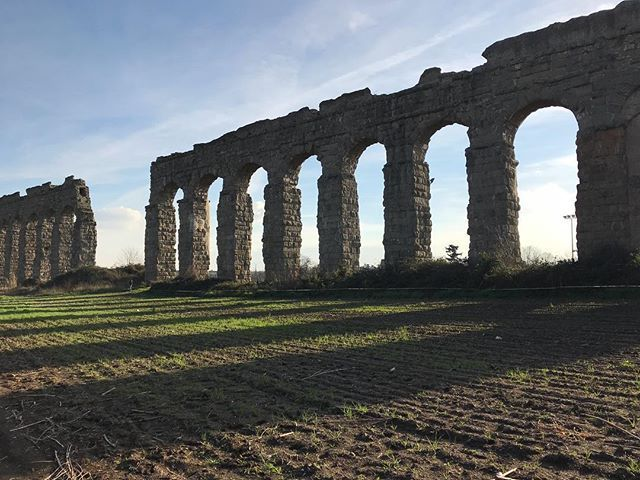 Listening to the stones...Goethe who passed through the Roman countryside in the late 18th century called architecture frozen music #italogram