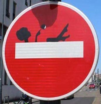 Panneau sens interdit détourné : #panneau #sensinterdit #detourne #route…