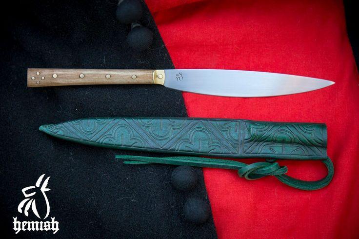 Késő 14.századra datált evőkés eredeti darab alapján / Late 14th eating knife based on original pieces.