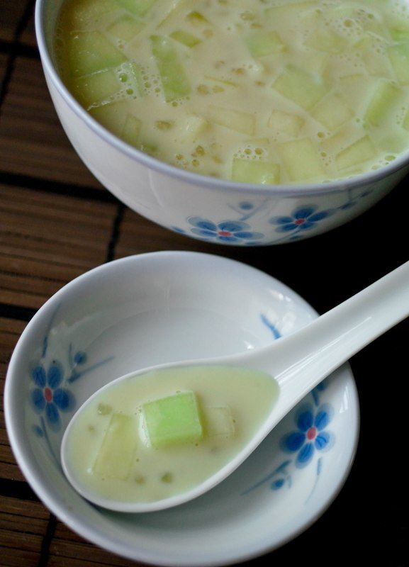 Honeydew Sago Dessert -- asian dessert. sounds pretty interesting