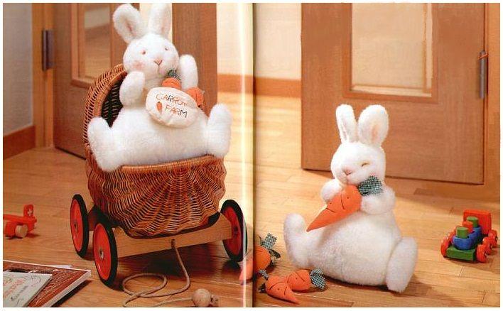 Мягкая игрушка зайчик, зайчонок с морковкой, белый, выкройка