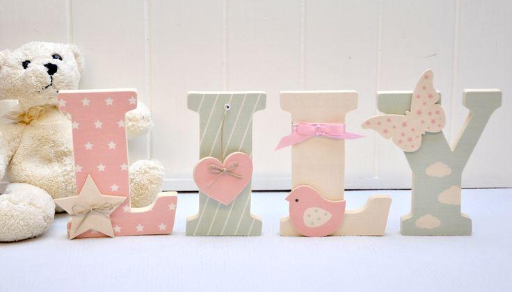 Lettre en bois et tissu pour chambre de fille et bébé prénom Lily