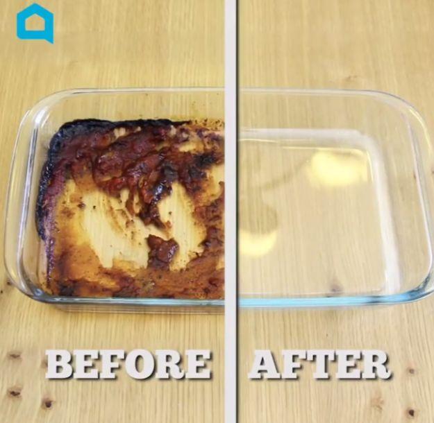 Hartnäckige Speisefette lösen sich leicht ab, indem man sie mit Alufolie und Seife schrubbt - wer hätte das gedacht?!