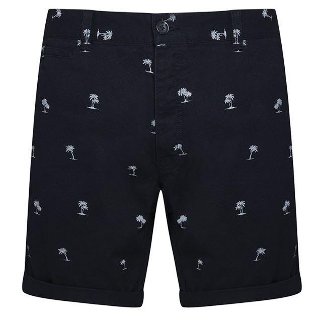Short estampado de palmera azul marino  Categoría:#pantalones_cortos_hombre #pantalones_hombre #primark_hombre #ropa_de_hombre en #PRIMARK #PRIMANIA #primarkespaña  Más detalles en: http://ift.tt/2Hp2e6d