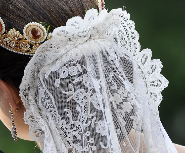Royal Wedding Sweden: Princesse Victoria et Daniel Westling, le 19 juin 2010: antique lace veil