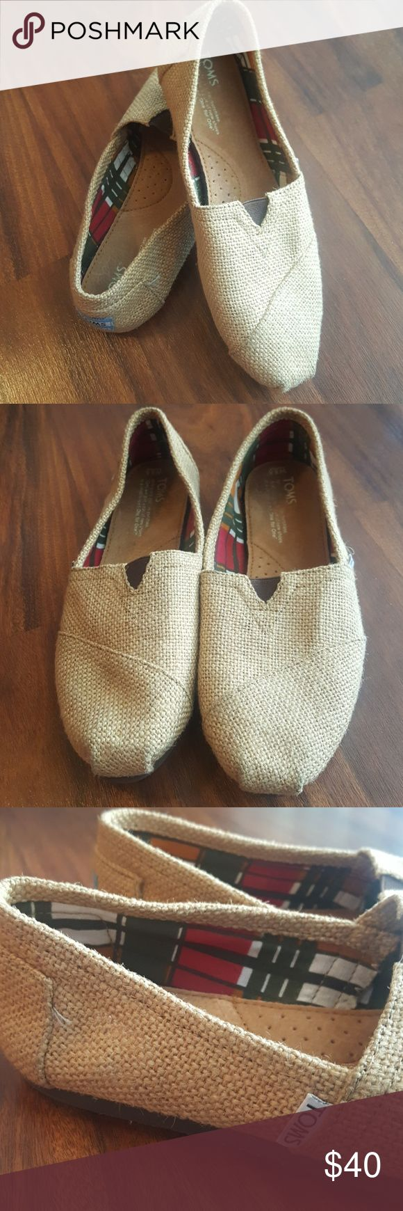 Toms Natural Burlap Women's Classics Slip-On Classic Burlap Toms slip-on. Like new. Worn maybe twice. Little to no wear on the soles. Women's size 8.5. Toms Shoes Flats & Loafers