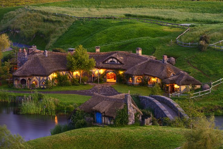 On the most picturesque private farmland you can visit the Hobbiton Movie Set from The Lord of the Rings and The Hobbit film trilogies in a fascinating two-hour guided tour. Well worth the money spent.
