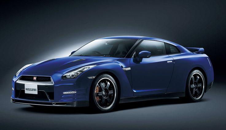 2013 Nissan GT-R.