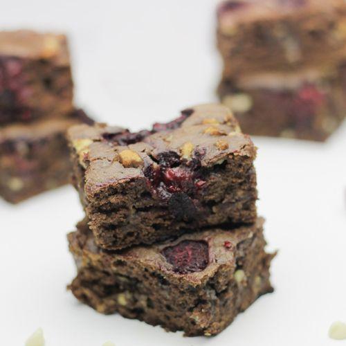 Brownie met witte chocolade en framboos