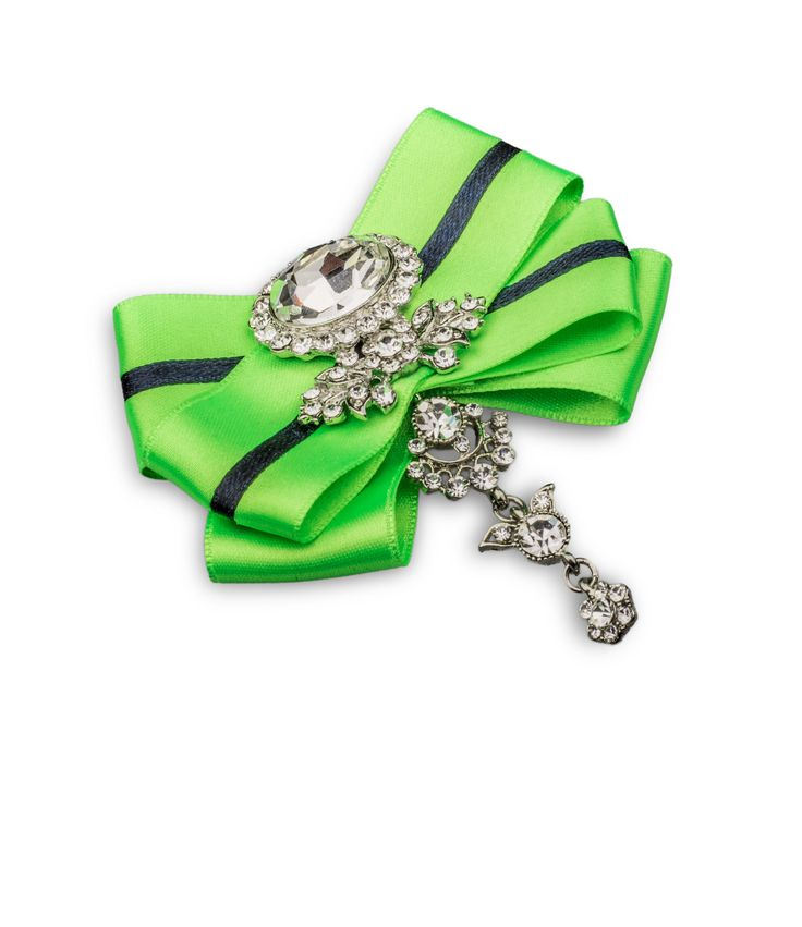 Meet Samanta. She is independent and likes to show her individuality. Brooch by House of April.