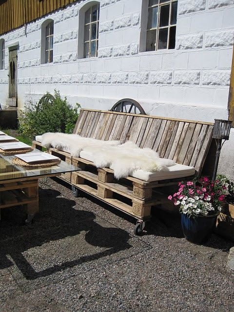 Outside pallet couch