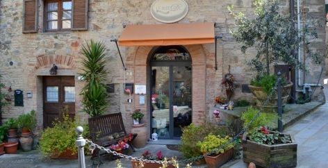 Little shop in Chianni