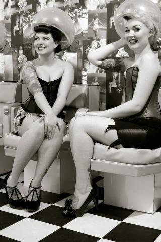 Retro Vintage Beauty Salons | chloe_lekeux_the_vintage_salon_diablo_rose_50s_beauty_parlour_hood ...