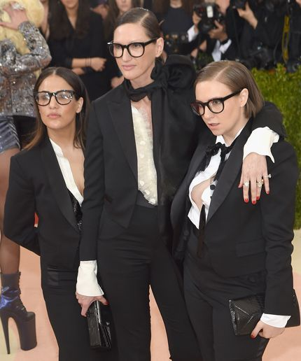 Lena Dunham & Jenni Konner Dressed Up As Jenna Lyons For The Met Gala #refinery29 http://www.refinery29.com/2016/05/109804/lena-dunham-jenni-konner-jenna-lyons-met-gala
