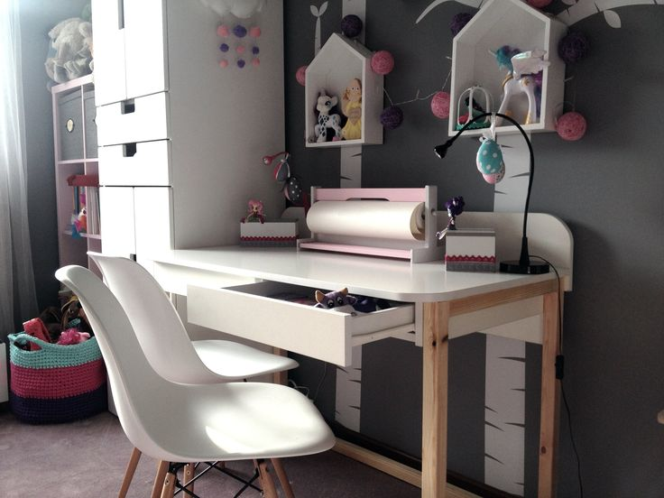 Desk for kids with rounded partition and top.  ...Already checked by the most demanding :) #whitedesk #kidsdesk #woodendesk #design