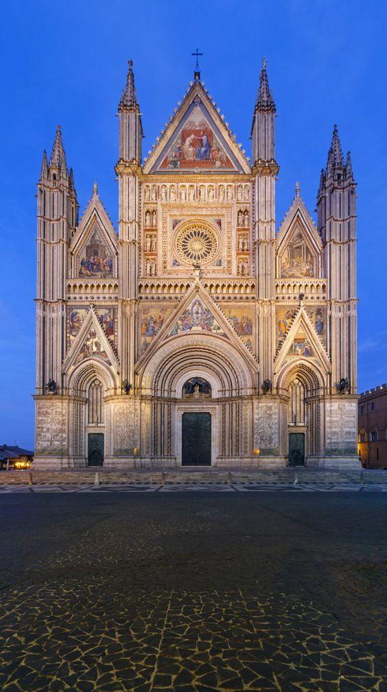"""cristianocattolico1: """" Duomo di Orvieto - Italia """" #homeinitaly.com #LuxuryVillasInItalyForRent"""