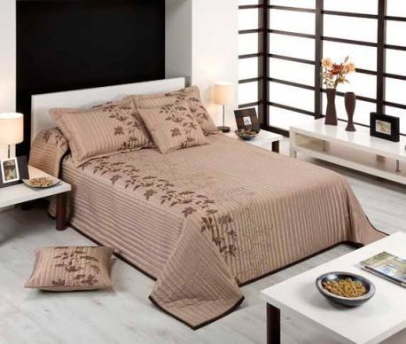 E adevarat, cuvertura de pat nu o schimbi in fiecare zi si cand o alegi vrei sa se asorteze decorului din dormitor. De aceea iti propunem o colectie de cuverturi si seturi pentru pat care sa indeplineasca cerintele tale: design elegant, dimensiuni adaptable diverselor tipuri de pat si calitate pentru a te bucura de ea cat mai mult timp. Dimensiuni fete de perne: 50x50 cm.