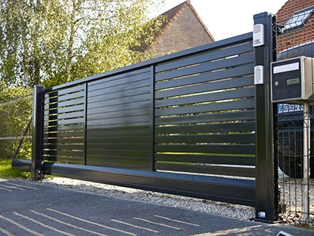 Home gate. Medium, horizontal slats.