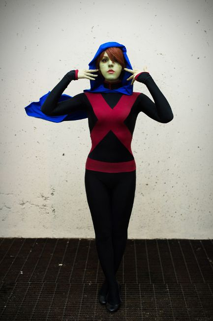 A Mind-blowing Miss Martian Cosplay