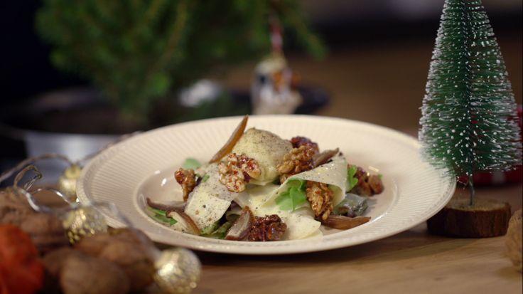 Het voorgerecht salade van walnoten, knolselderij en geklopte camembert komt uit het programma Koken met Van Boven. Lees hier het hele recept en bereidt zelf een heerlijke salade van walnoten, knolselderij en geklopte camembert.